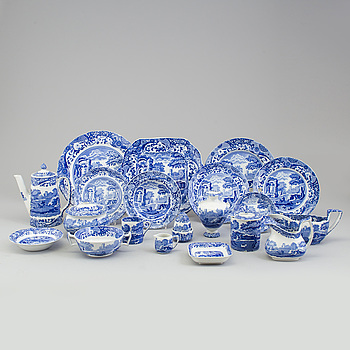A large Copeland 'Spode's Italian' porcelain dinner- and coffee service, 107 pieces.