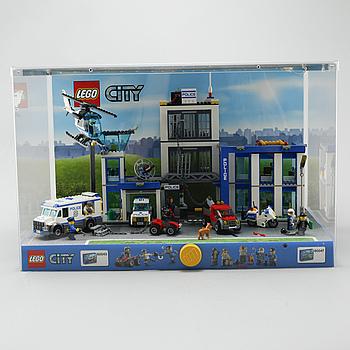 LEGOMONTER, Lego City #60043 samt #60047, 2014.