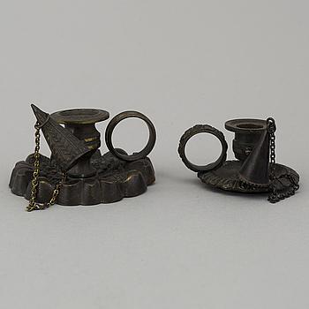 """MINIATYRLJUSSTAKAR, 2 st, empire, s.k """"taper sticks"""", brons, Frankrike, 1830/40."""
