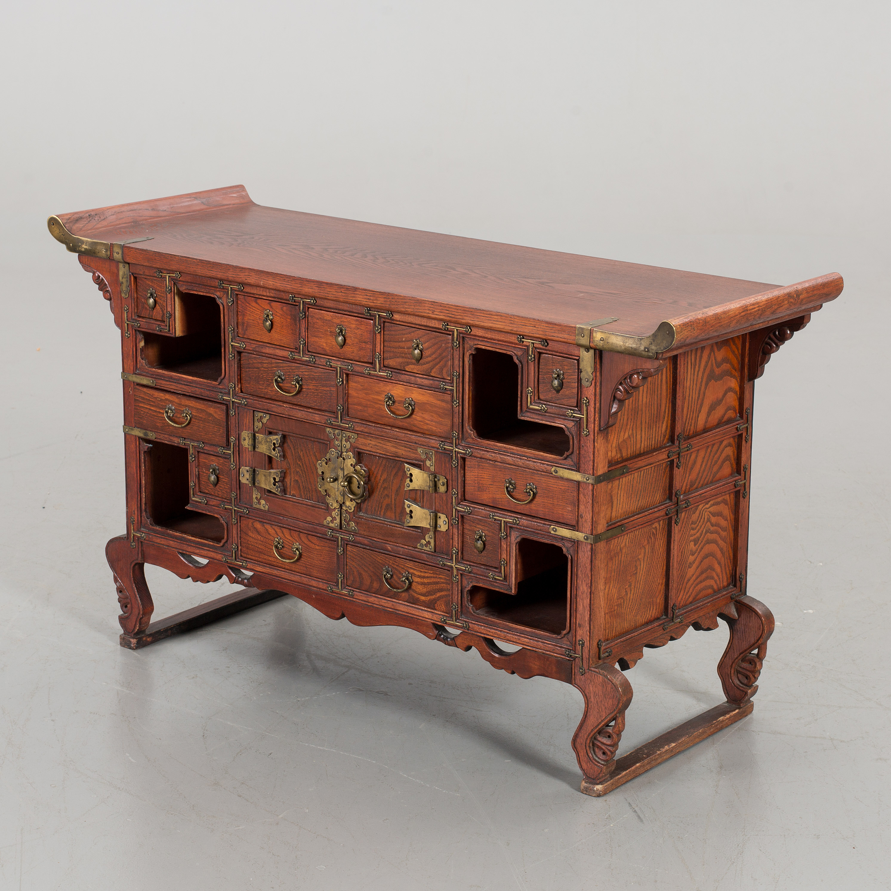 a chinese bureau sidetable alter part of the 20th century bukowskis. Black Bedroom Furniture Sets. Home Design Ideas