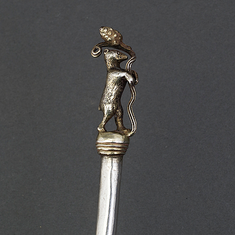 A 17th century parcel gilt silver medicine spoon, unmarked