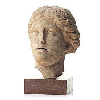 97. KVINNOHUVUD, troligen romerskt 100-200 e.Kr.