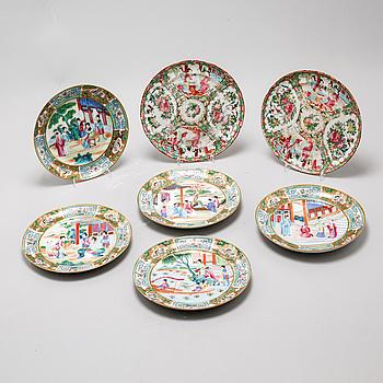 TALLRIKAR, 7 st, porslin, Kina, sent 1800-tal/tidigt 1900-tal.