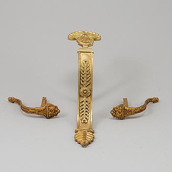 GARDINOMTAG, 3 st, förgylld brons, 1800-tal.