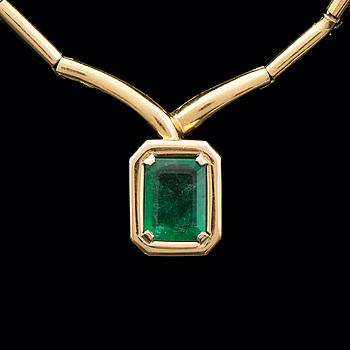 A NECKLACE, facetted emerald, 18K gold. A. Tillander, Helsinki Finland 1992.