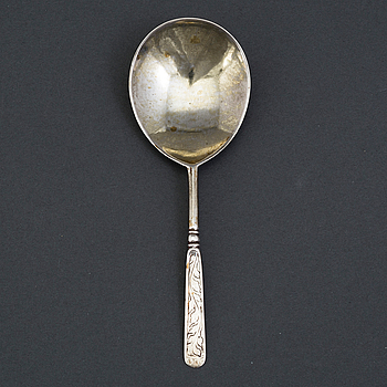 A Norwegian 17th century silver spoon, unmarked.