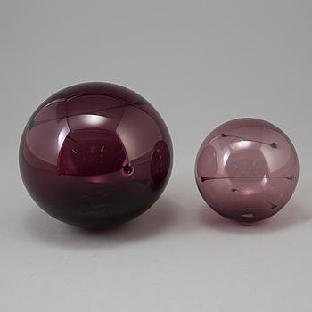 """TIMO SARPANEVA, TIMO SARPANEVA, 2 glass """"Sun balls"""", Iittala."""