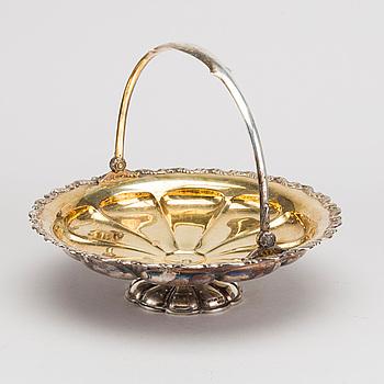 SKÅL på FOT med HANDTAG silver, Finland, 1935. Vikt ca 560 gram.