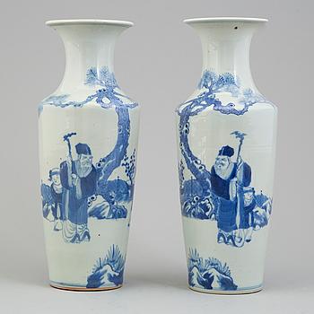 VASER, ett par, porslin. Kina, Qingdynastin, sent 1800-tal.