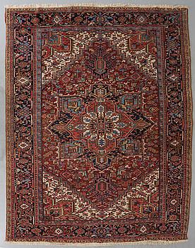 A semi-antique Heriz/Gorovan, around 326 x 240 cm.