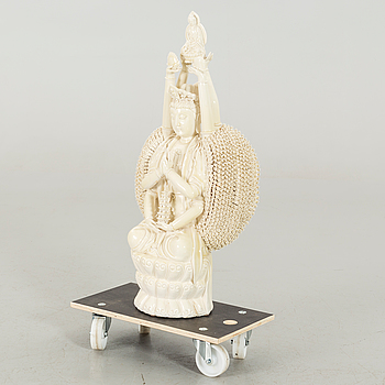 FIGURIN, Buddha, porslin. 1900-talets andra hälft.