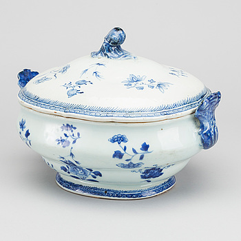 A turreen, porcelain, China, Qianlong (1736-1795).