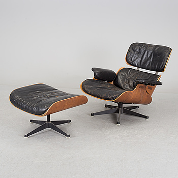 "CHARLES & RAY EAMES, fåtölj med ottoman, ""Lounge Chair"". Herman Miller, USA, licenstillverkad av Hille, London."