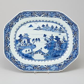 STEKFAT, kompaniporslin. Kina, Qingdynastin, Qianlong (1736-95).