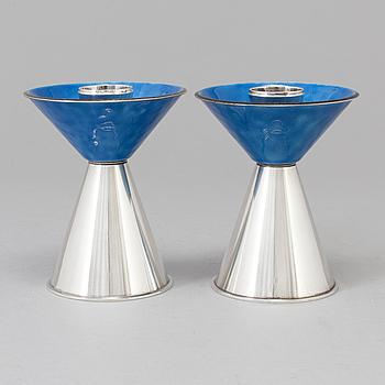 WA BOLIN, ljusstakar av sterling silver och emalj, Stockholm 1967. Vikt ca 311 gram.