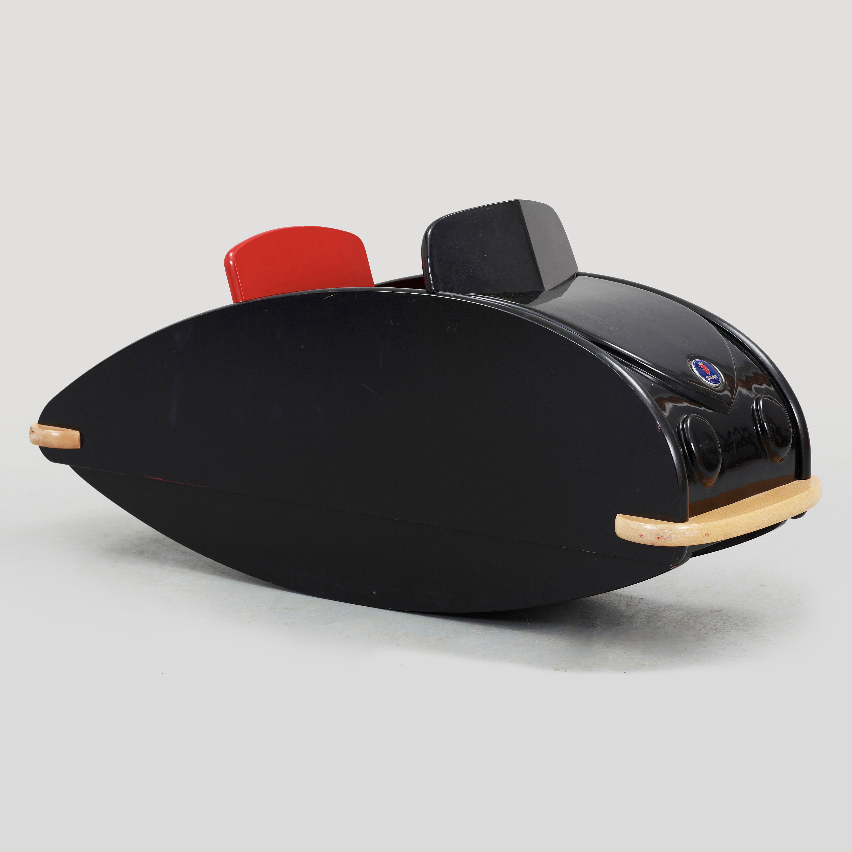 keinuauto rocking saab ulf hansen playsam bukowskis. Black Bedroom Furniture Sets. Home Design Ideas