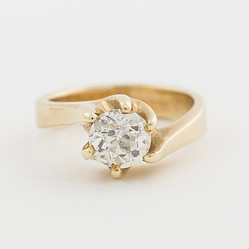 RING, med gammalslipad diamant ca 1.35 ct.