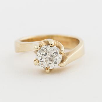 A ca 1.35 ct old-cut diamond ring.