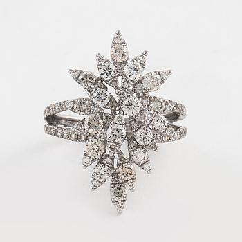 RING, med briljantslipade diamanter ca 1.55 ct.