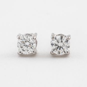 ÖRHÄNGEN, med briljantslipade diamanter totalt 0.40 t.