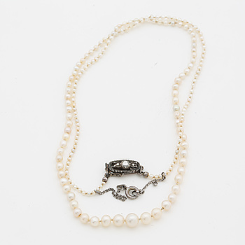 Collier with oriental pearls and silver lock with rose-cut diamonds.