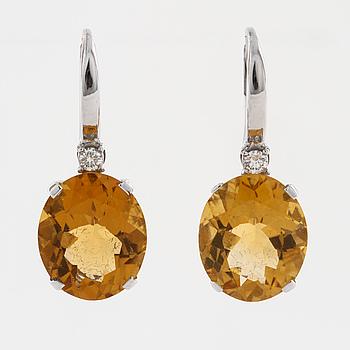 ÖRHÄNGEN, med citriner ca 7.50 ct samt briljantslipade diamanter ca 0.08 ct.