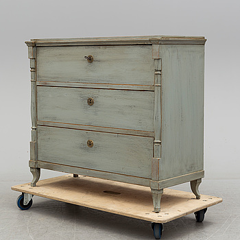 A mid 19th century chest of drawers.