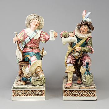 FIGURINER, ett par, keramik, nyrenässans, omkring år 1900.