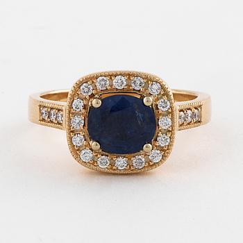 RING, med safir ca 1.35 ct och briljantslipade diamanter ca 0.20 ct.