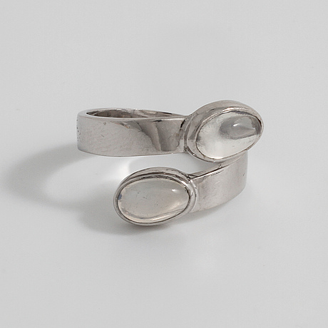 Karl ingemar johansson, göteborg, 1971, a cabochon cut moonstone ring