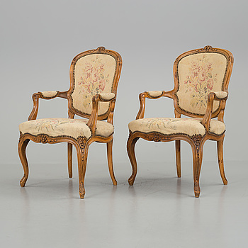 KARMSTOLAR, ett par, Louis XV-stil, troligen Frankrike, 1800-tal.