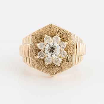 RING med gammal- samt briljantslipade diamanter, totalt ca 1,00ct.