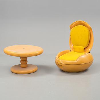 "FÅTÖLJ samt BORD, ""Garden egg"" Peter Ghyczy, Reuter Products, formgiven 1968."