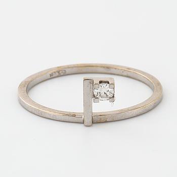 RING, med briljantslipad diamant 0.06 ct, importstämplad.