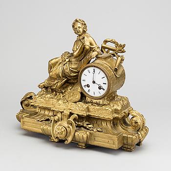 BORDSPENDYL, Ny-Louis XV-stil sent 1800-tal.