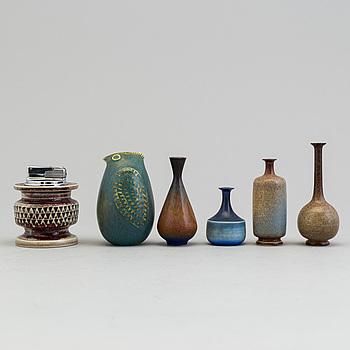 SVEN WEJSFELT, Parti keramik, 6 st, tändare, figurin, 4 miniatyrvaser, Gustavsberg studio.