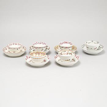 KOPPAR MED FAT, 6 st liknande, porslin, 1700-tal samt 1900-tal.