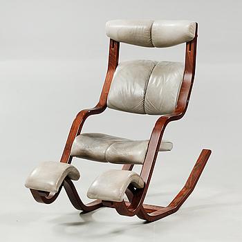"""PETER OPSVIK, gungstol, """"Gravity Balans"""", Stokke,Gravity Chair', modell lanserad 1983."""