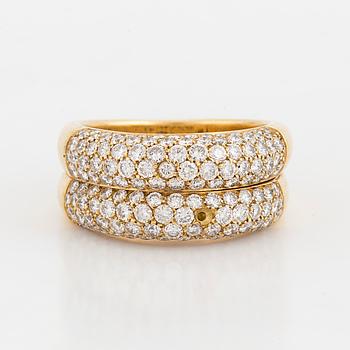 RING, tvådelad med pavéinfattade diamanter.