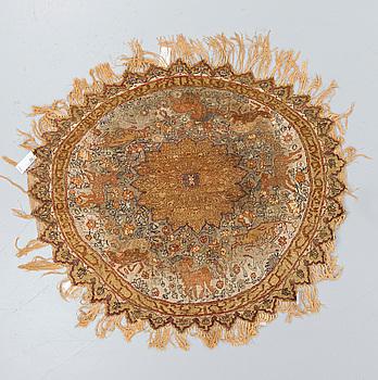 MATTA, semiantik Kayseri, närmast oval, ca 133 x 150 cm.