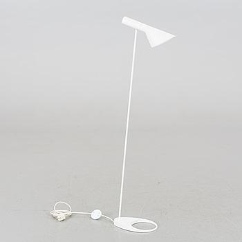 "GOLVLAMPA, ""AJ"", Arne Jacobsen, Louis Poulsen, etikettmärkt."