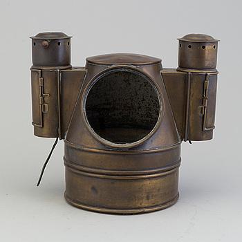 NAKTERHUS med KOMPASS, metall, daterad år 1920. Märkt Lyth, Stockholm.