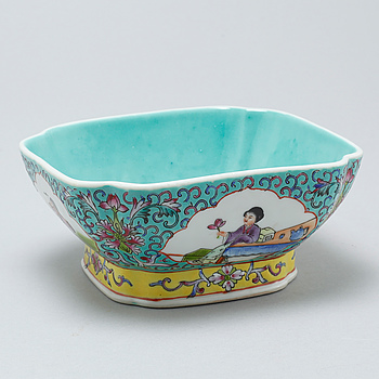 A porcelain bowl from China, around the mid 20th century.