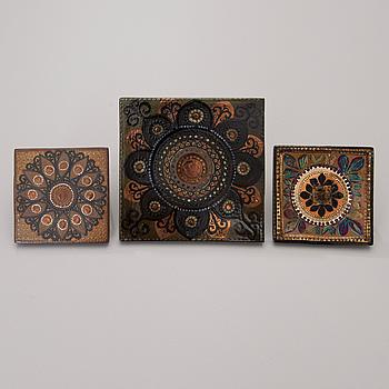 HILKKA-LIISA AHOLA, Three Ceramic Wall Plates signed H.L. Ahola ARABIA FINLAND.