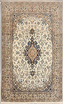 MATTA, Nain, part silk, ca 322 x 203 cm.