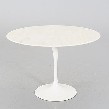 """EERO SAARINEN, matbord, """"Tulip"""" Knoll International, 1900-talets andra hälft."""