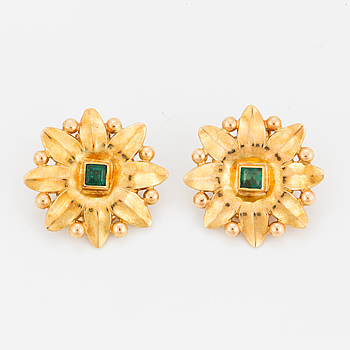 ATELIER BORGILA, earrings, a pair, in the shape of flowers with step-cut emeralds.