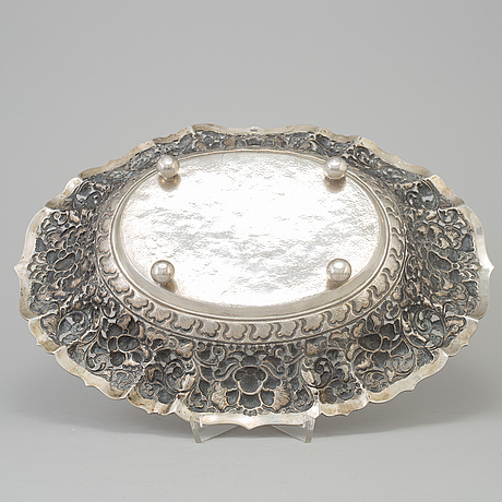 A silver bowl from around 1900.
