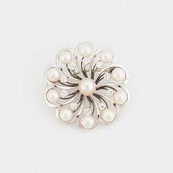 BROSCH med odlade pärlor samt briljantslipade diamanter.