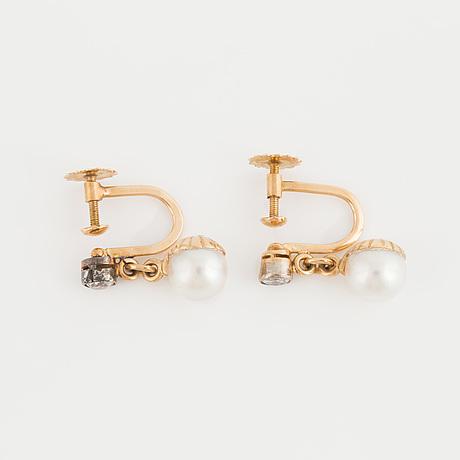 ÖrhÄngen, ett par med odlade pärlor samt gammalslipade diamanter